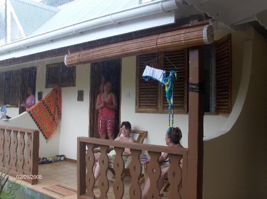 Bernique Guesthouse: Patio