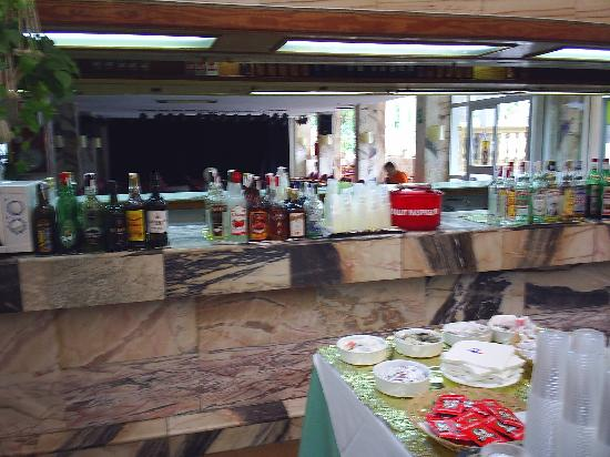 OLA Hotel Panama: bar area help yourself