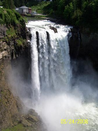 Snoqualmie Falls: The falls from above