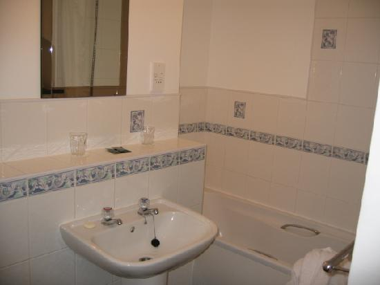 Kirkstone Foot : Ensuite - hard to show it all