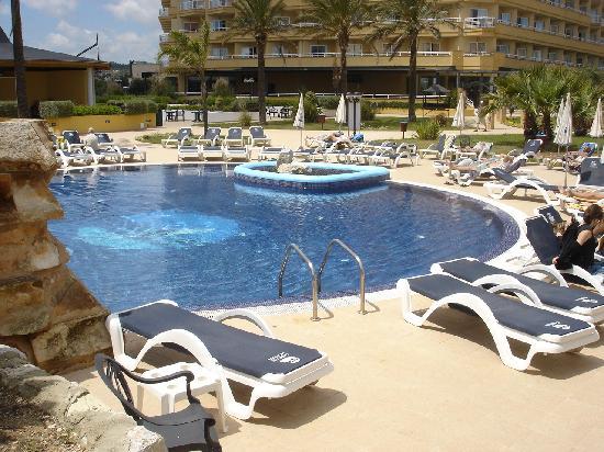 Hotel Cala Millor Garden: Parte de la piscina del hotel