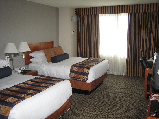 Hyatt Rosemont: room