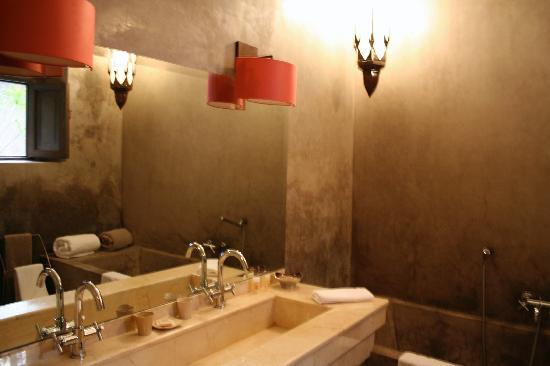 Riad Dar One: Bathroom of ground floor room