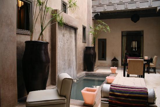 Riad Dar One: Pool terrace