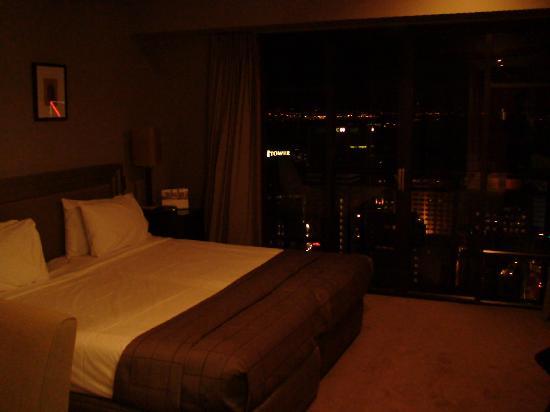Metropolis: 1br exec bedroom