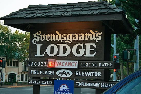 Svendsgaard's Lodge - Americas Best Value Inn: Vacancy sign.