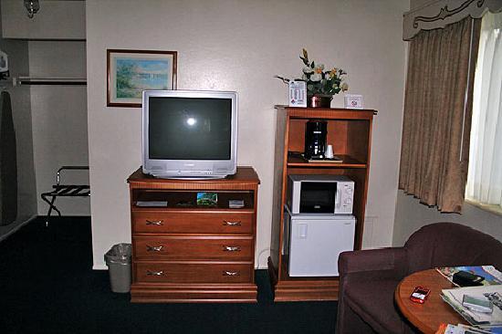 Svendsgaard's Lodge - Americas Best Value Inn : Television set.