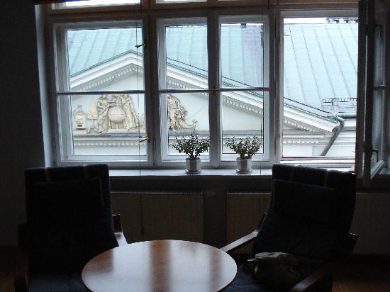 Nordic House Apartments : Massive windows!
