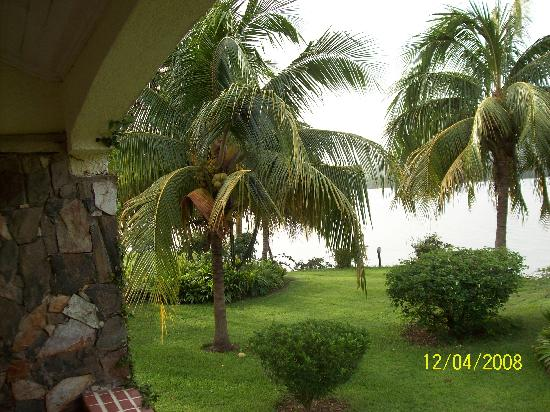Afrikiko River Front Resort: View of lake Volta from the chalet