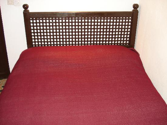 Dar Rass El Maa - Maison d'Hotes: Le grand lit
