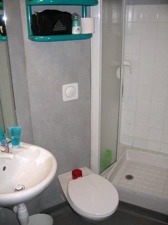 Ibis Budget Paris Porte d'Italie Ouest : Bathroom