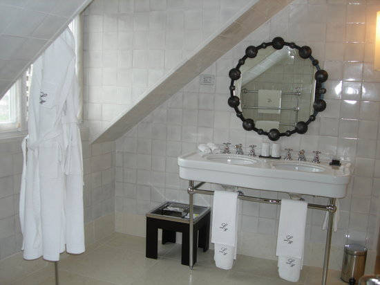 Heritage Avenida Liberdade: Bathroom from room 62
