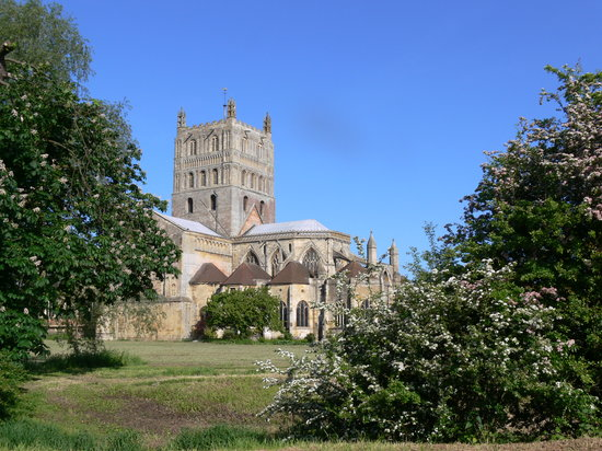 Tewkesbury Abbey: Historic Beauty