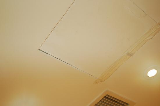 Caravelle Saigon: Weird repair in the ceiling