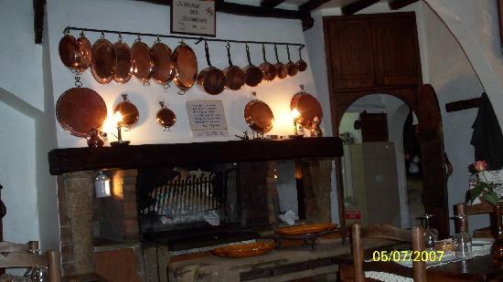 Auberge des Seigneurs et du Lion d'Or: the stove