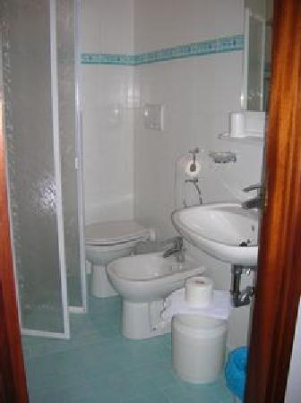 Hotel Consul : Bathroom