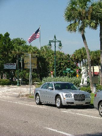 St. Armands Circle : Parking atThe Circle