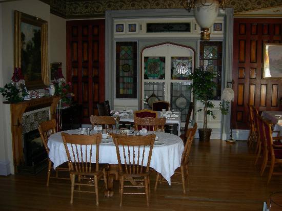 Amethyst Inn at Regents Park: Dinner where breakfast is served