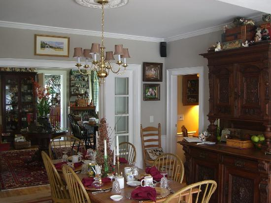 Phineas Swann Bed and Breakfast Inn: Another view of the dining area