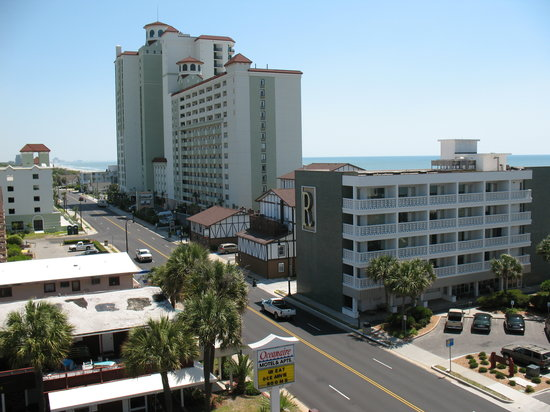 ‪‪Riptide Beach Club‬: Ocean Blvd from top level of Parking Deck. Building R is the Riptide‬