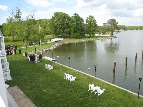 The Oaks Waterfront Inn and Events: Toward ceremony location