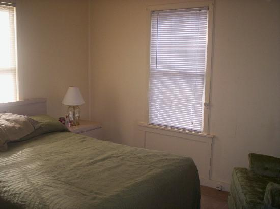 Englewood Bay Motel & Apartments: bedroom
