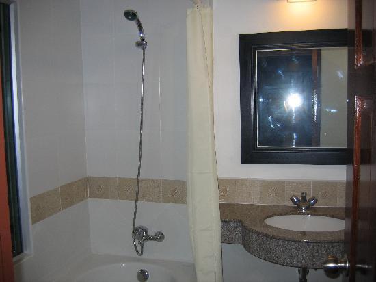 Siam Piman Hotel: our bathroom
