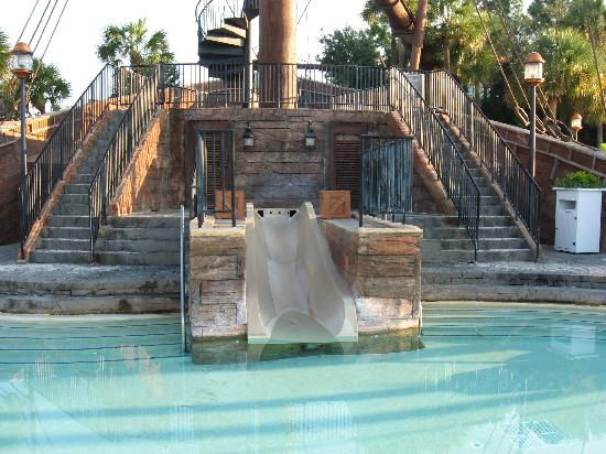 Disney's Beach Club Resort: Small water slide
