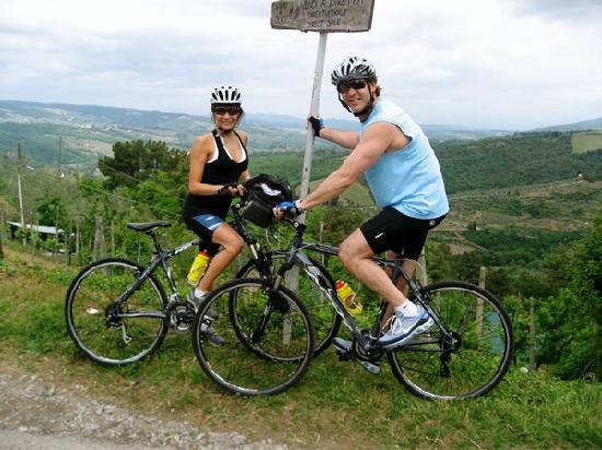 I Bike Tuscany: Taking a little break for a photo
