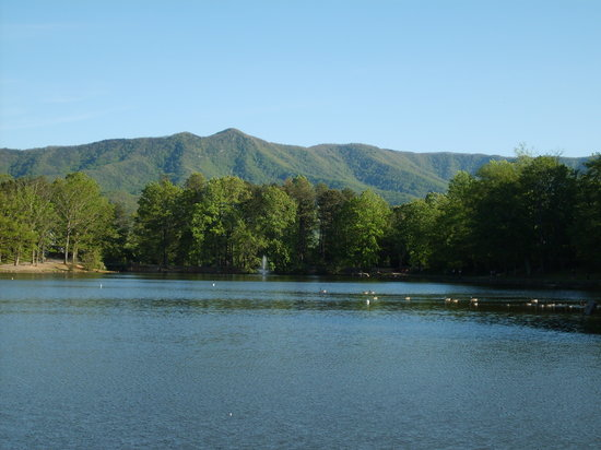 Black Mountain, Carolina do Norte: From the back of the house next to the lake.