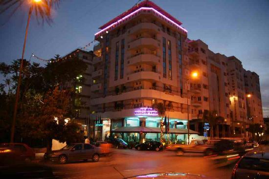 Zahrat al Jabal: hotel by night