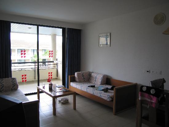 Bahia de Pollensa Aparthotel: Large Living Area