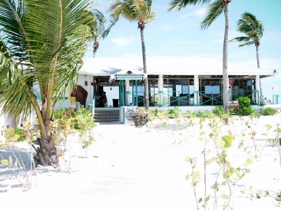 Treasure Cay Beach, Marina & Golf Resort : beach restaurant