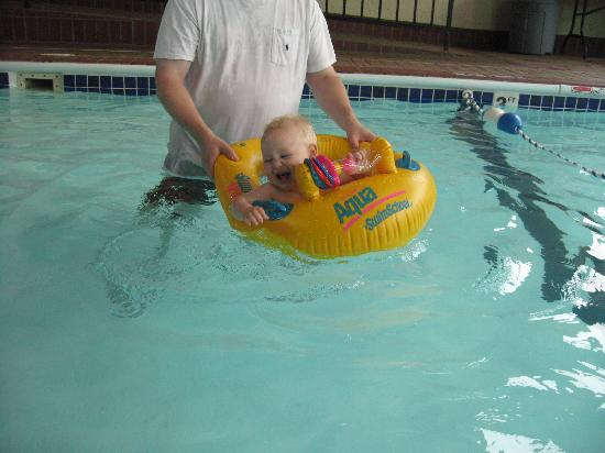 BEST WESTERN Center Pointe Inn : Pool - perfect for small kids