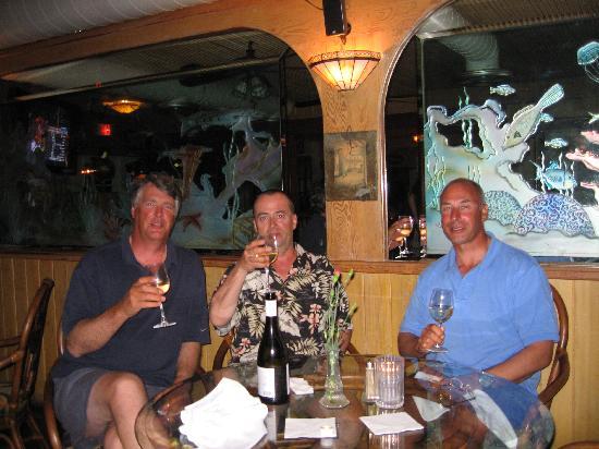 Old Tavernier Restaurant-Lounge: Enjoying the Old Taverier