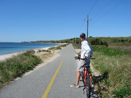 Beach Breeze Inn : The bike path between Falmouth and Woods Hole...and our awesome Tandem bike.