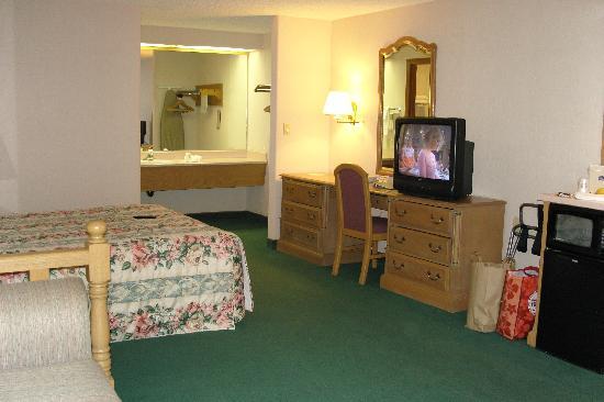 Best Western Shadow Inn: The room was huge!