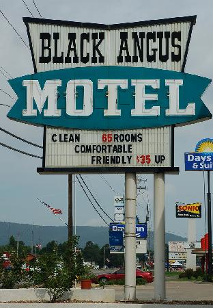 Black Angus Motel: Sign out front