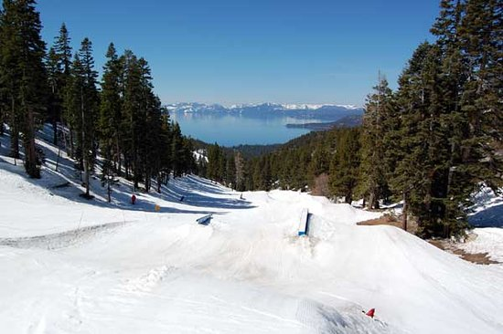 Incline Village, Νεβάδα: My last day at Diamond Peak looking back at Tahoe from the top of the terrain park. April 13, 20