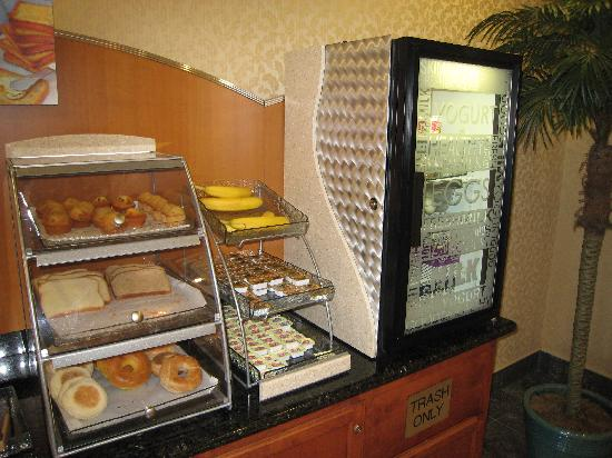 Holiday Inn Express Windsor - Sonoma County: Breakfast 3