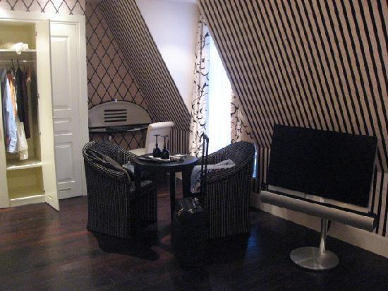 Hotel Ares Paris: The Rest Of The Room (Junior Suite)