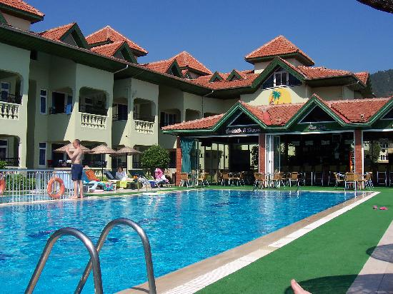 Babadan Hotel & Apartments: Front pool with bar at end