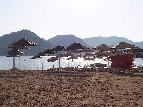 Babadan Hotel & Apartments: Icmeler beach early morning