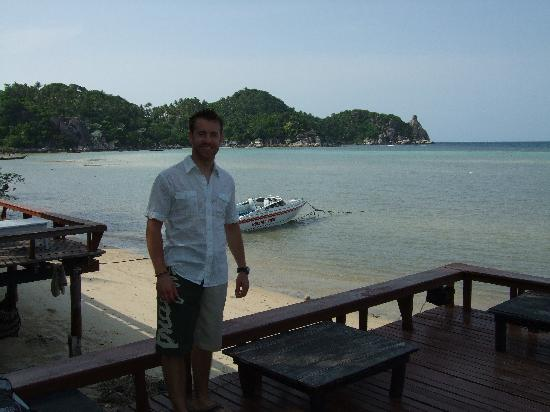 Buddha View Dive Resort: Joe at the beach bar