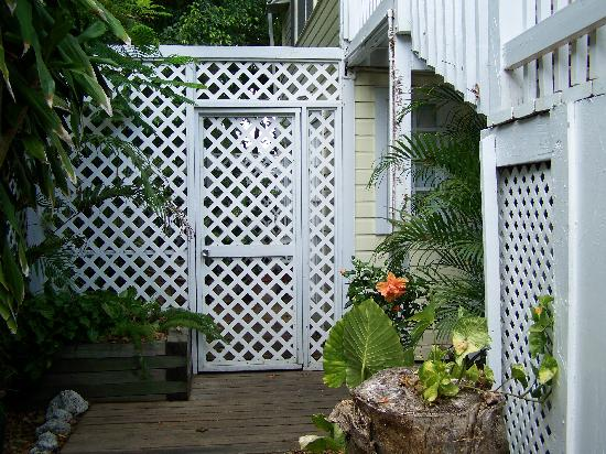 Garden House: Screen For Private Area For Poinciana Room