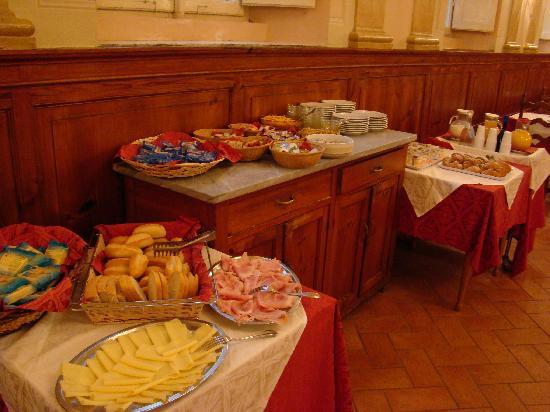 Hotel Oasi Neumann: Breakfast buffet