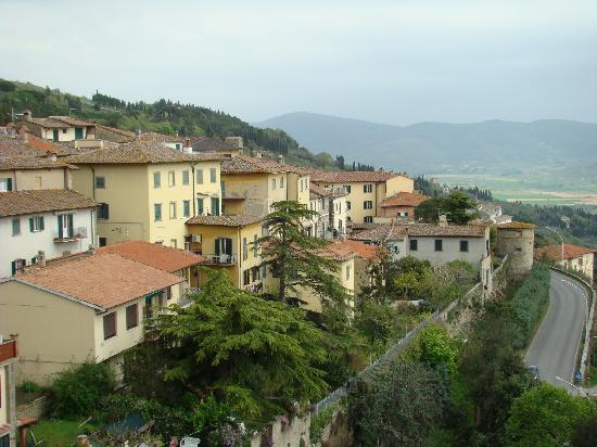 Hotel Oasi Neumann: View of outskirts of Cortona