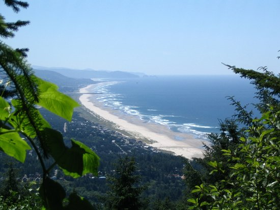 Manzanita, Oregón: View of the beach from Hwy 101