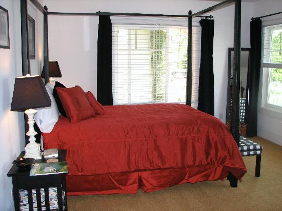 Arbor House of Black Mountain: Our bedroom