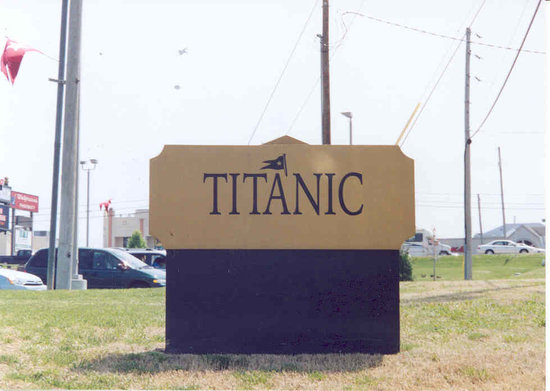 ‪‪Branson‬, ‪Missouri‬: Titanic Sign‬